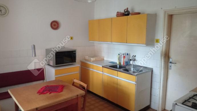 29. kép   Régebbi lakrész konyhája   Eladó Családi ház, Zalaegerszeg (#151321)