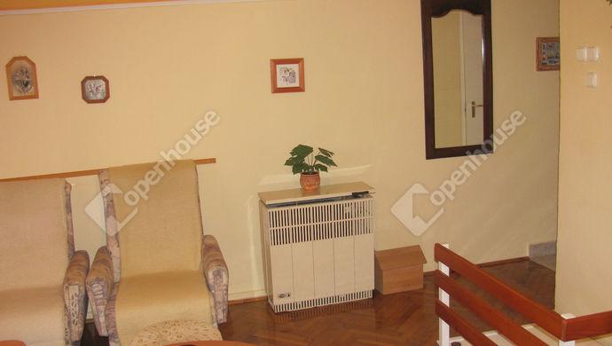 19. kép | Feljárat közlekedő  | Eladó Családi ház, Zalaegerszeg (#138745)
