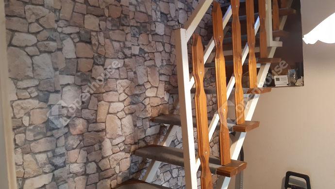 15. kép | lépcsőház | Eladó Családi ház, Békéscsaba (#149932)