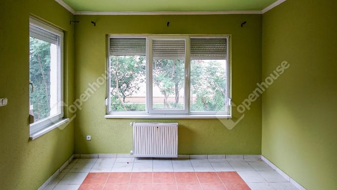 1. kép | Eladó felújítandó, bontandó családi ház, most a telekáron a Karinthy utcában | Eladó Családi ház, Székesfehérvár (#133848)