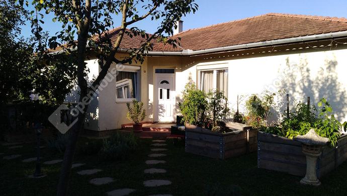 0. kép | Utcai nézet | Eladó Családi ház, Salomvár (#141942)
