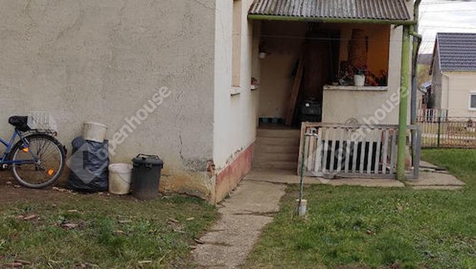 33. kép | Udvari nézet | Eladó Családi ház, Nova (#144457)