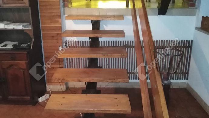 9. kép | Lépcső | Eladó Családi ház, Tata (#139490)