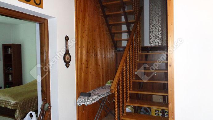 29. kép   emeleti lépcső   Eladó Családi ház, Békés (#146271)