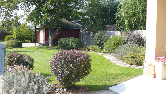 24. kép   Parkosított udvar   Eladó Családi ház, Bük (#124391)