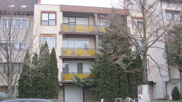 1. kép | Utcai homlokzat | Eladó Társasházi lakás, Zalaegerszeg (#129902)