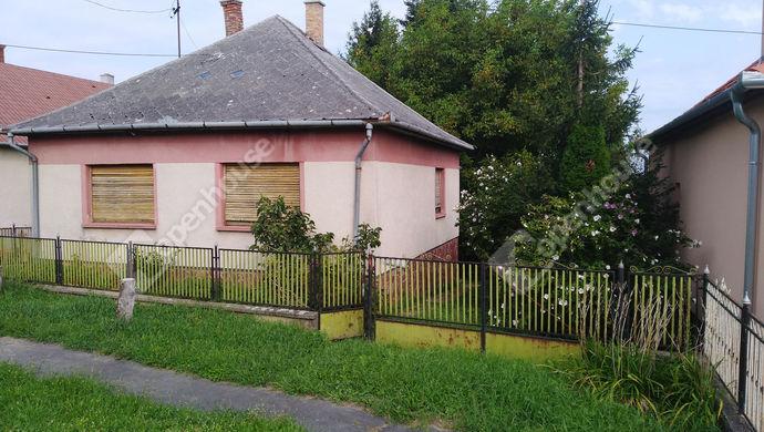 0. kép | Utcai nézet | Eladó Családi ház, Zalaegerszeg (#140928)