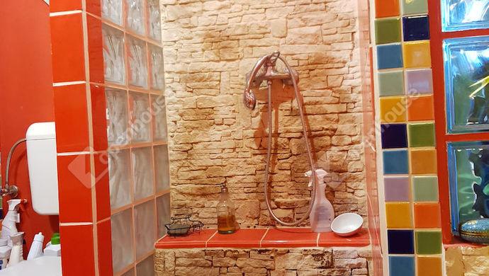 16. kép | tetőtér-zuhanyzó-fürdő | Eladó Ikerház, Győr (#140260)