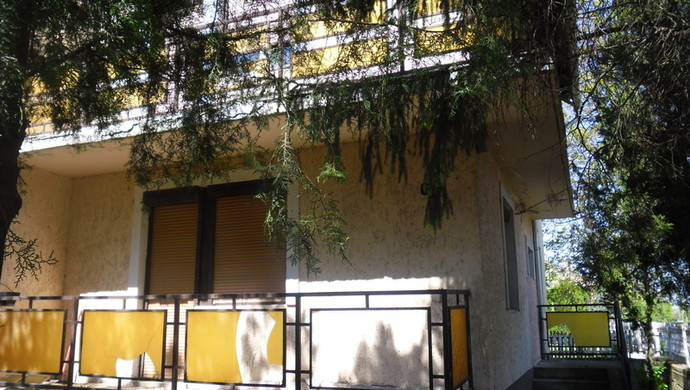 16. kép   Ház kívülről   Eladó Családi ház, Tata (#100880)
