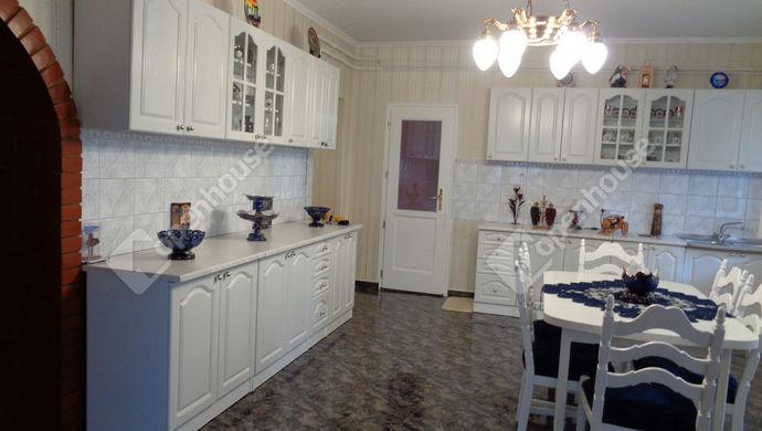 4. kép   konyha - étkezö részlet   Eladó Családi ház, Békéscsaba (#147797)