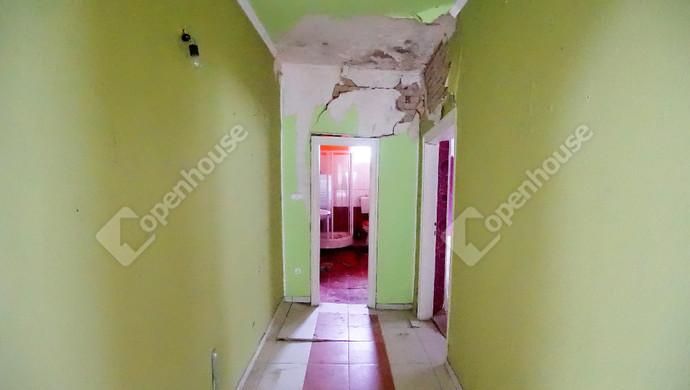 4. kép | Eladó felújítandó, bontandó családi ház, most a telekáron a Karinthy utcában | Eladó Családi ház, Székesfehérvár (#133848)