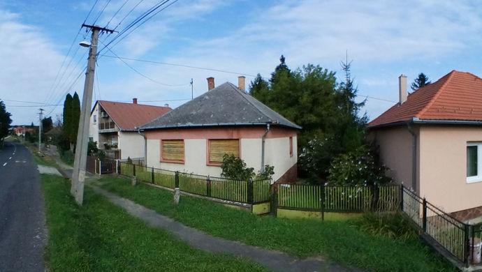 3. kép | Utcai nézet | Eladó Családi ház, Zalaegerszeg (#140928)