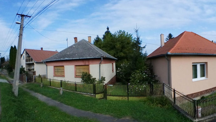 2. kép | Utcai nézet | Eladó Családi ház, Zalaegerszeg (#140928)